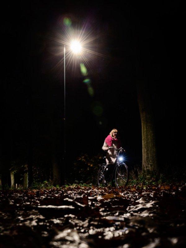 De dynamische fietspadverlichting bij Lochem dimt weer automatisch.