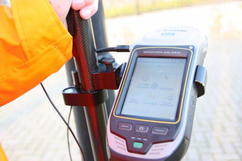 Inmeten lichtmastbestand met GPS.